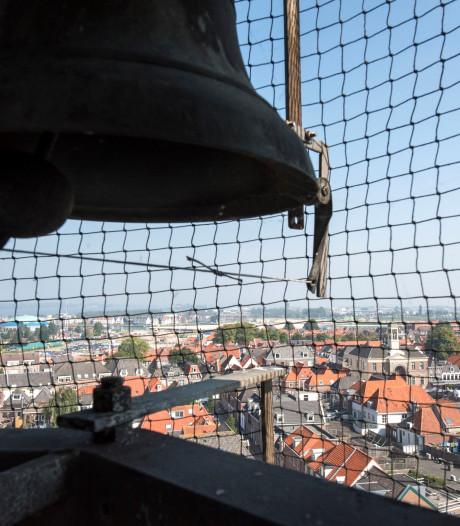 Douwe Egberts-tune galmt uit  Harderwijkse klokkentoren