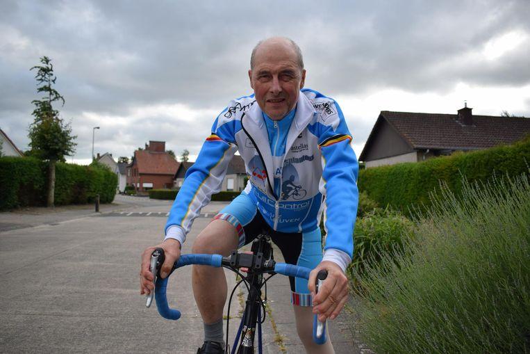 Lucien De Paepe (66) klaar om de Mont Ventoux te bedwingen.