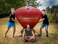 Vier vrienden bouwen kunstwerk voor Sziget