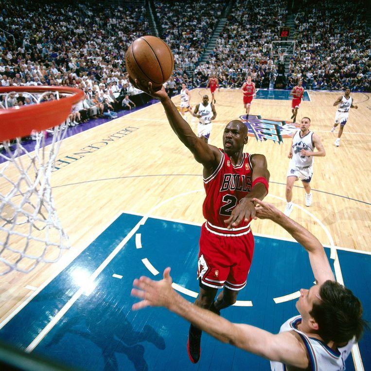 Michael Jordan in actie met de Chicago Bulls tegen The Utah Jazz in 1997.  Beeld Getty Images
