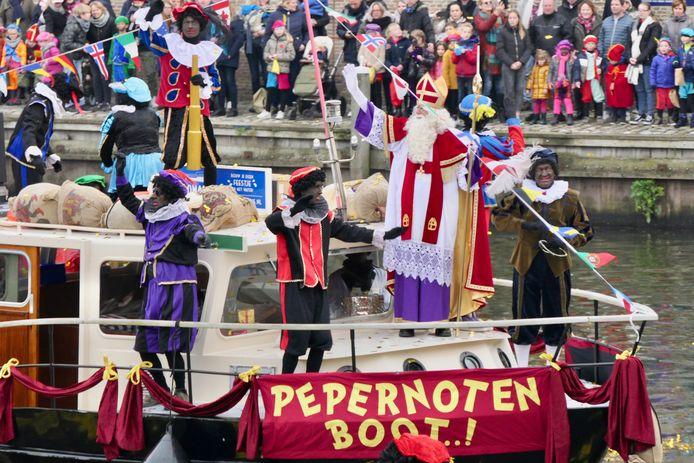 Sinterklaas kwam zaterdagmiddag met de Pepernotenboot naar Heusden.