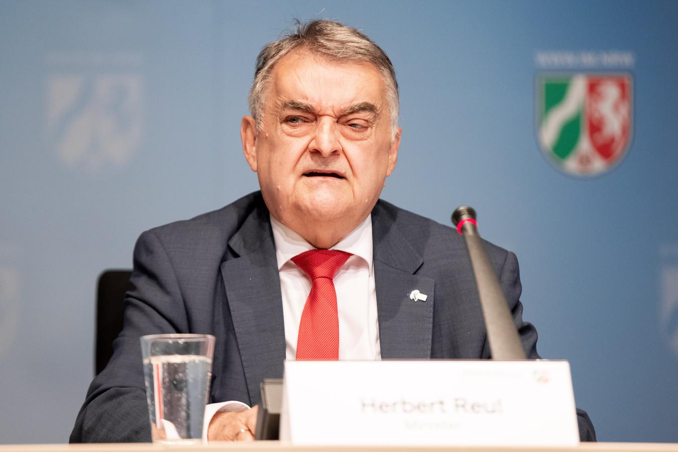 L'un des groupes a été créé en 2012 et existe toujours, d'après le ministre Reul, s'exprimant mercredi en conférence de presse sur l'affaire