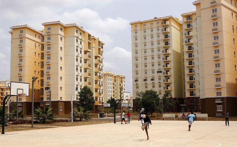 Ontspanning in de Angolese hoofdstad Luanda. Beeld REUTERS/Siphiwe Sibeko