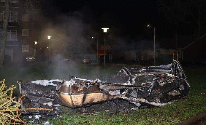 Weer brand aan Ipperakkeren in Kerkdriel, opnieuw gaat caravan in vlammen op.