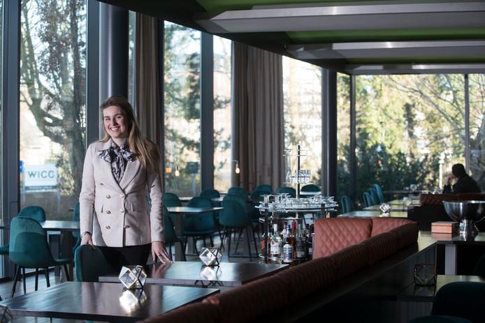 Algemeen directeur van WICC, Jessica de Groot, in het vernieuwde restaurant Beau van WICC