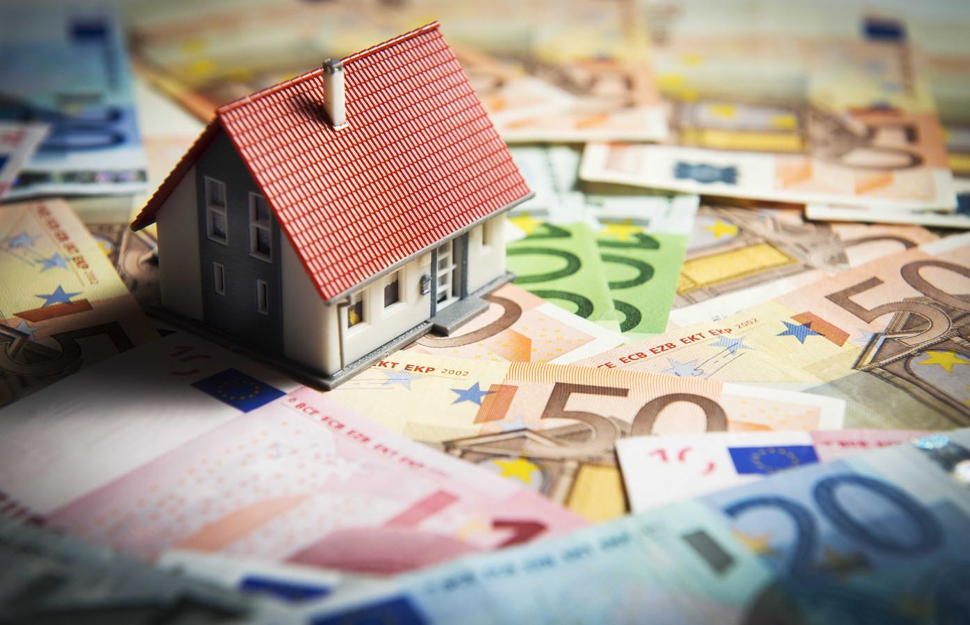 EenVandaag zocht uit dat in de laatste vijf jaar 126 miljoen euro verdeeld over 1.500 oud-wethouders is uitgekeerd.