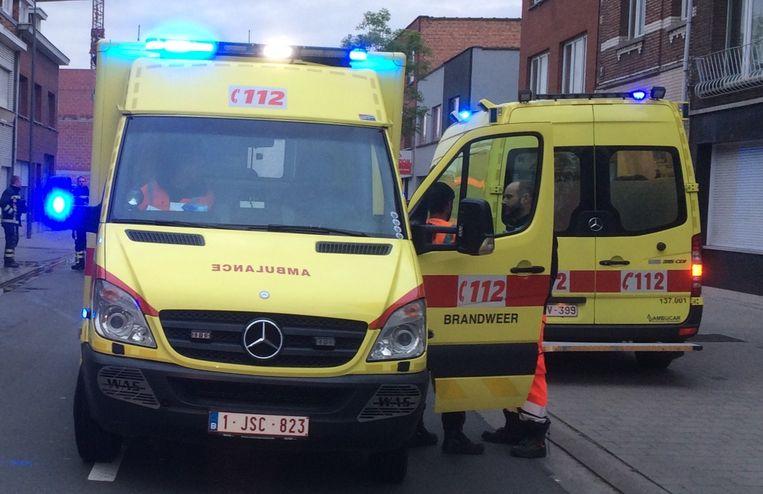 Een ambulance bracht de gewond over naar het ziekenhuis