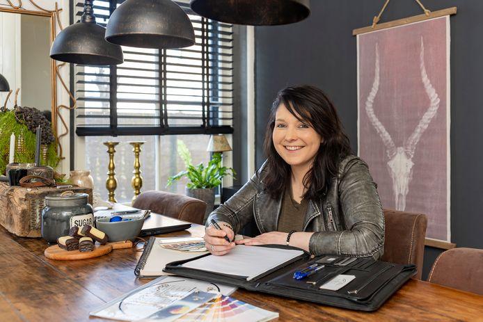 Verkoopstyliste Mathilde Schoenaker uit Nieuwerkerk heeft van haar hobby haar werk gemaakt.