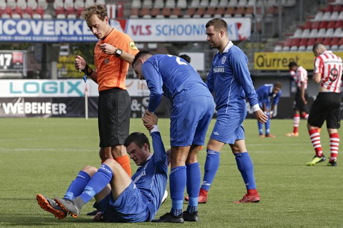 Yarick Dorst  gevloerd tijdens het duel eerder diti seizoen tussen Barendrecht en Jong Sparta op het Kasteel.
