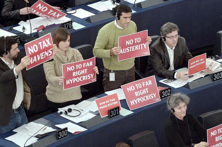 Leden van het Europees Parlement vandaag tijdens de stemming over de motie van wantrouwen tegen de nieuwe Europese Commissie. Beeld afp