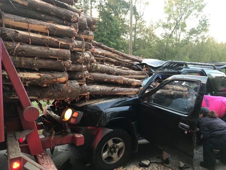 De chauffeur kwam er slechts met lichte verwondingen vanaf, omdat hij zich net bukte.