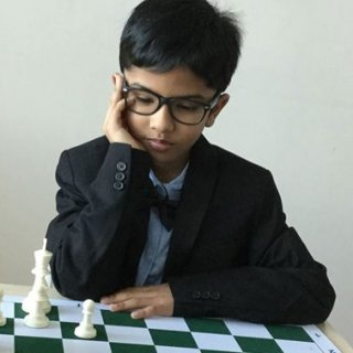shreyas-royal-pas-9-talentvol-en-middelpunt-van-een-britse-schaakrel