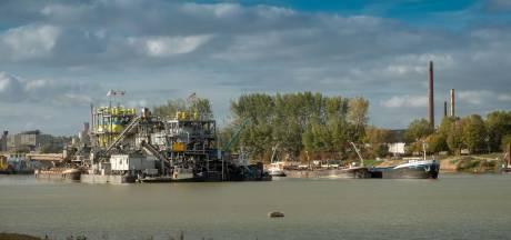 Problemen laag water voor bedrijven aan rivier