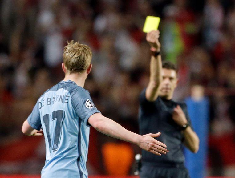 Kevin De Bruyne krijgt geel in de return in Monaco, die voor City fataal zal aflopen.