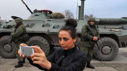 Zo ziet oorlog anno 2014 eruit: selfies met de soldaten