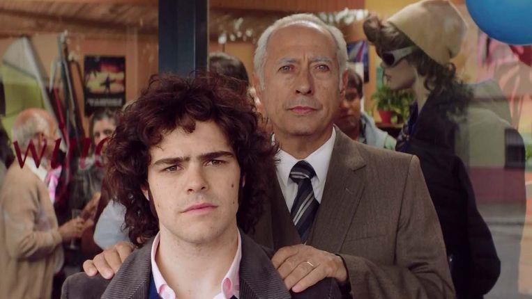 Guillermo Francella en Peter Lanzani als vader en zoon in de film El Clan. Beeld