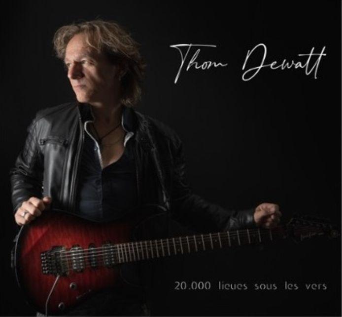 """L'EP de Thom Dewatt, """"20.000 lieues sous les vers"""", est disponible sur toutes les plateformes de téléchargement."""