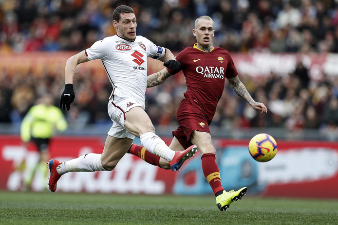 epa07300202 Roma's Rick Karsdorp (R) and Torino's Andrea Belotti in action during the Italian Serie A soccer match between AS Roma and Torino FC at the Olimpico stadium in Rome, Italy, 19 January 2019.  EPA/RICCARDO ANTIMIANI