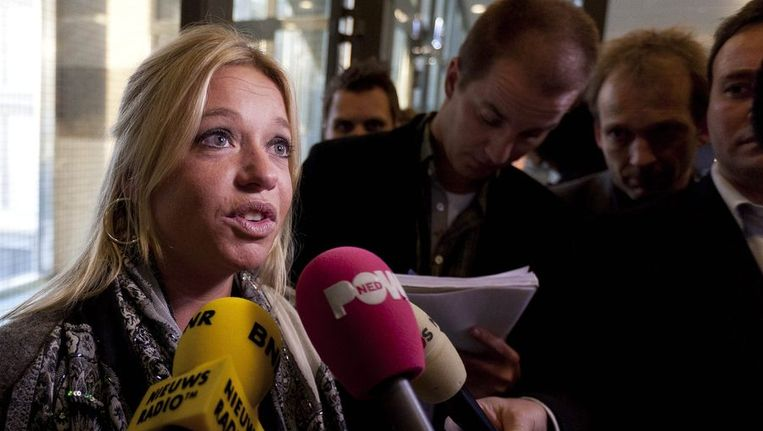 VVD-Tweede Kamerlid Jeanine Hennis-Plasschaert staat de pers te woord over een voorstel van GroenLinks om de weigerambtenaar aan te pakken. Beeld anp
