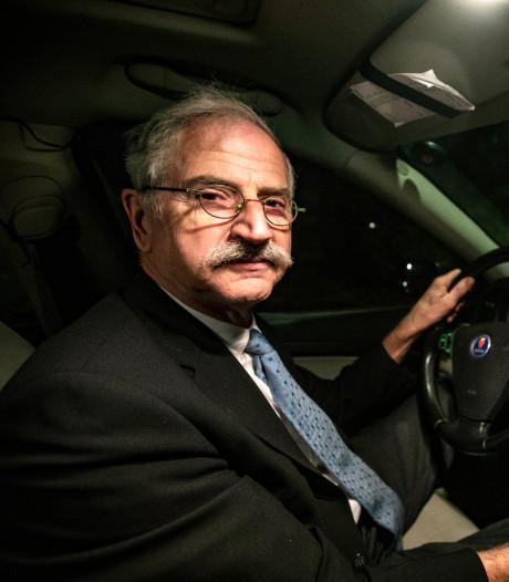 Brouwers uit Haarle wijden tripelbier De Neuze aan de bekendste taxichauffeur van Salland