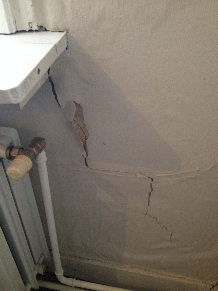 De scheur in de muur.