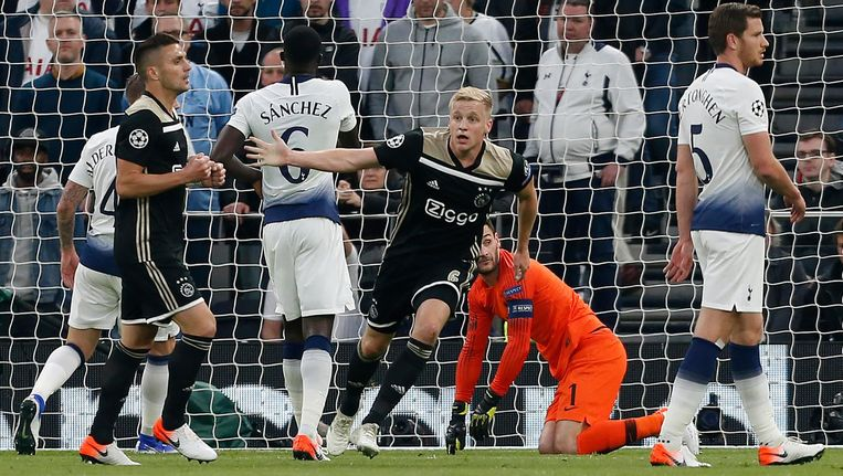 Donny van de Beek na de 0-1 tegen Tottenham Hotspur. Beeld AFP