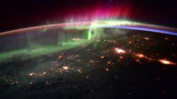Kijk eens door het raam... van het ISS