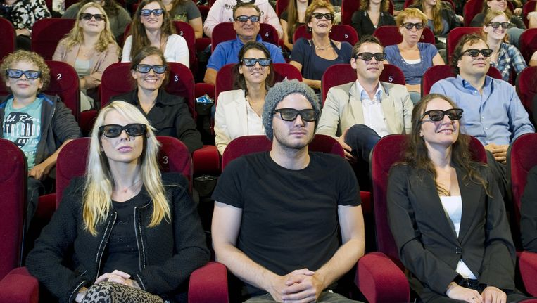 Chantal Janzen, Jim Bakkum en Willemijn Verkaik (vlnr) promoten Pathe bioscoop City in Amsterdam. Beeld ANP