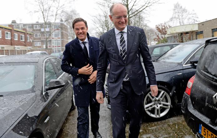 Mark Rutte volgt burgemeester Onno van Veldhuizen van Enschede.
