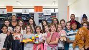 Leerlingen van het zesde jaar brengen bezoek aan de weggeefwinkel