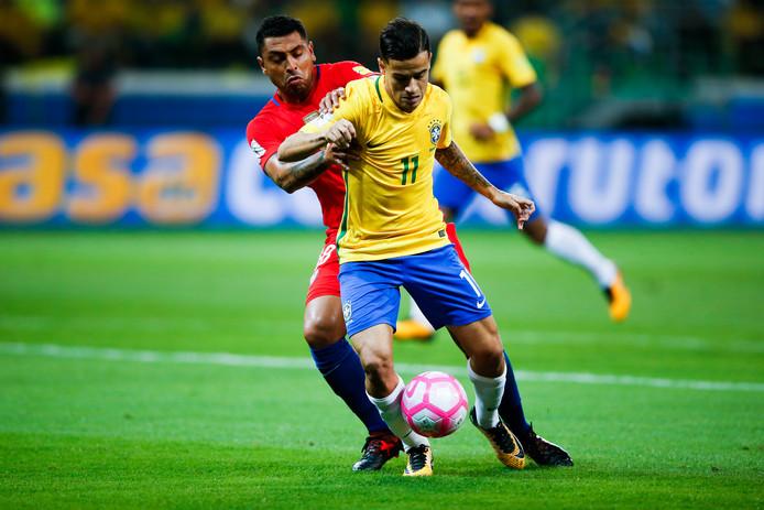 Philippe Coutinho in actie met Brazilië tegen Chili.