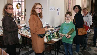 Boekenverkoop in kasteel Ravenhof lokt veel volk