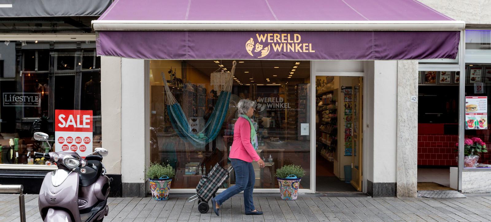 De Wereldwinkel, hier nog  in de Vughterstraat. Nu zit de winkel in de Hinthamerstraat