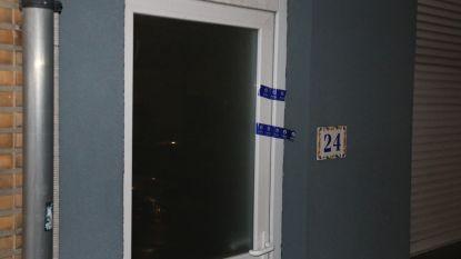 Drugs en kogelhuls aangetroffen in woning nadat twee personen gewapend woning betreden