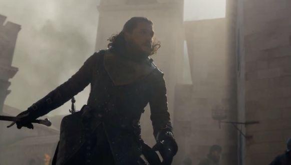 Jon is verplicht om zich te verdedigen.