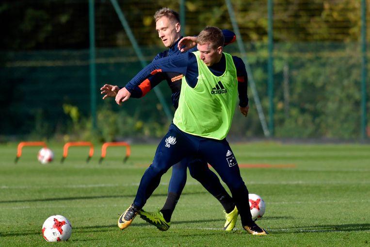 Gisteren op training: Beric houdt concurrent Teodorczyk af. Straks ook óp het veld?