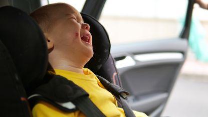 Nederlandse ouders laten kindje (1) achter in parking om te gaan shoppen