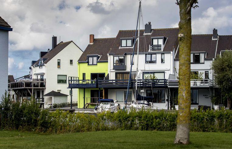 Het groene huis in Den Helder. Eigenaresse Ineke van Amersfoort (82) heeft al negen jaar een conflict met buurtbewoners over de kleur van haar woning.