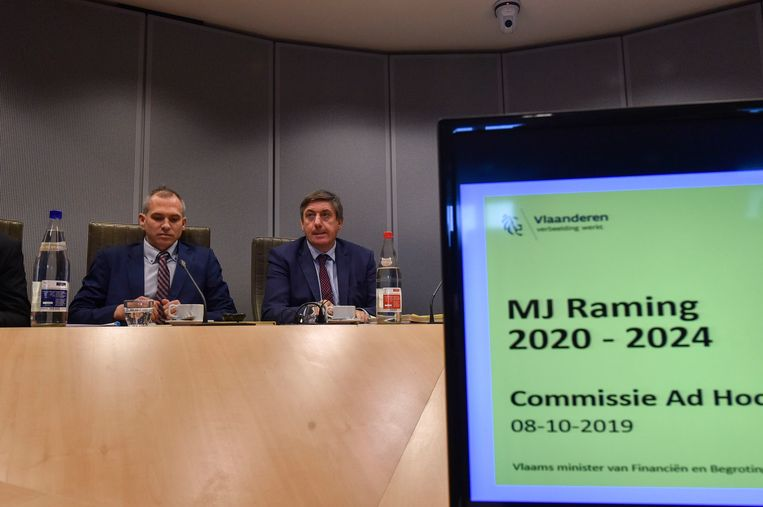 Vlaams minister van Financiën Matthias Diependaele en minister-president Jan Jambon (N-VA) eerder op de bespreking van de begroting in het Vlaams parlement.