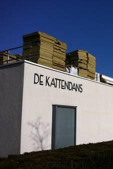 Door hagelstorm getroffen theater De Kattendans in Bergeijk krijgt nieuw dak
