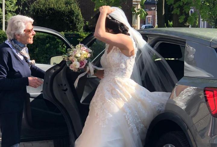 Wie heeft op 11 mei een bruid in nood in de omgeving van Hengelo uit de brand geholpen?