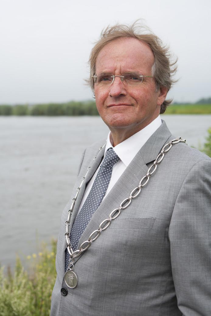 Kees Luesink, hier als burgemeester van Doesburg. Enkele jaren na zijn overleden verdwijnt de Kees Luesink Award, die als eerbetoon werd uitgereikt in Zutphen waar hij een vertrouwd gezicht was.