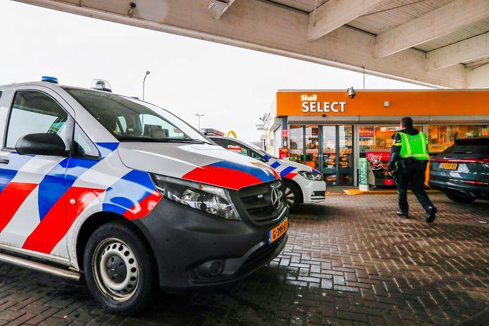 De politie pakte de dader van de overval op een tankstation in Best op in de ernaast gelegen McDonald's