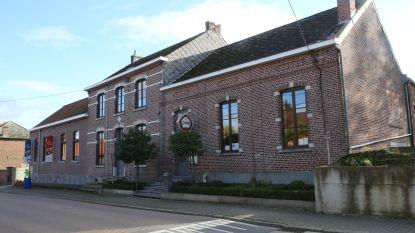 Gemeente neemt parochiecentrum Kapellen over