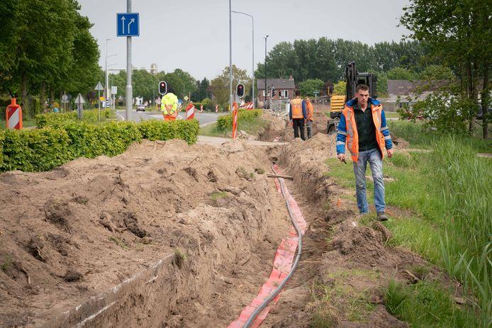 Voorbereidende werkzaamheden voor de komst van de spoortunnel in de Rijksweg-Noord in Elst afgelopen voorjaar.