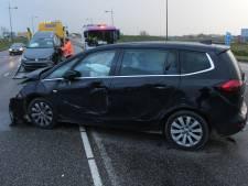 Twee auto's knallen op elkaar in Nieuwegein