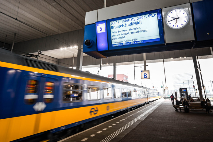 Intercity op station Breda.