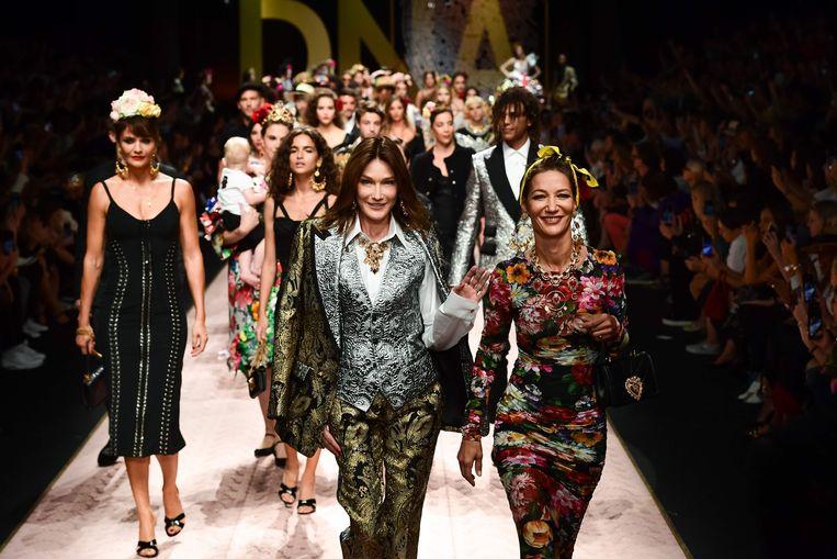 Van links naar rechts: het Deense model Helena Christensen, de Italiaanse Carla Bruni Sarkozy en de Nederlandse Marpessa Hennink.