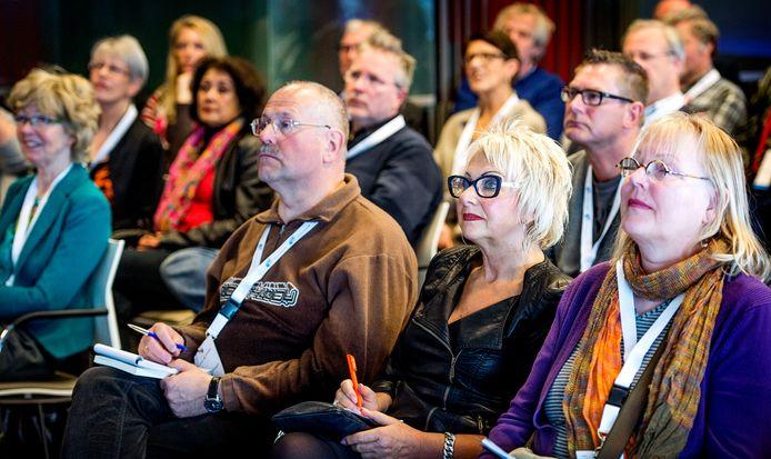 Apeldoorn gaat 55-plussers - op de archieffoto de doelgroep tijdens een bijeenkomst voor oudere werkzoekenden in Utrecht - extra aandacht geven in het gezondheidsbeleid voor de komende jaren.
