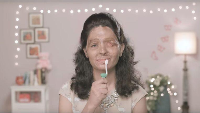 Beeld uit YouTube-filmpjes voor de campagne van de Indiase ngo Make love, not scars waarin zoutzuurslachtoffer Reshma optreedt. Beeld Make Love Not Scars
